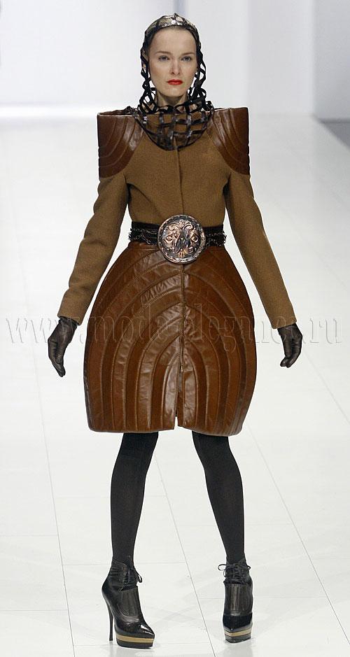 Одежда для женщин из кожи