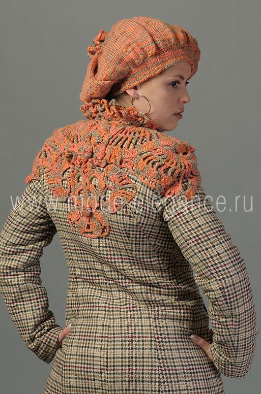 Описание: на осень с беретом вязанное спицами.