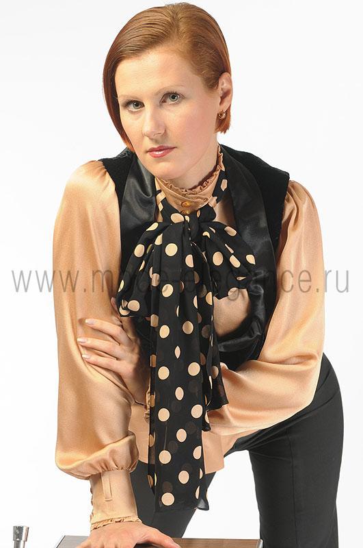Женский костюм из атласа