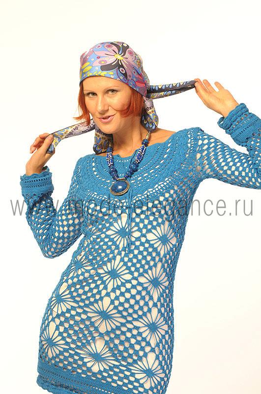 Трикотаж.  Костюм светло-серого цвета.  Платье, вязанное крючком и посаженное на трикотажную подкладку.