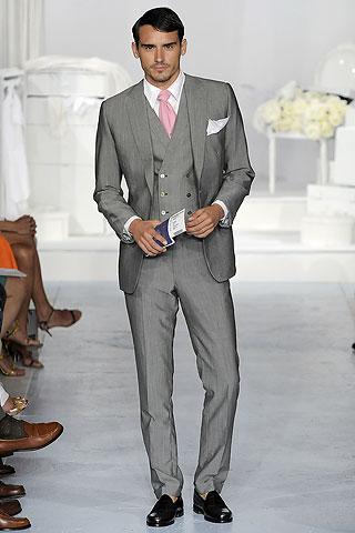 С тех пор минуло несколько тысячелетий, и мужская одежда претерпела множество изменений. История одежды демонстрирует нам самые разные варианты костюма