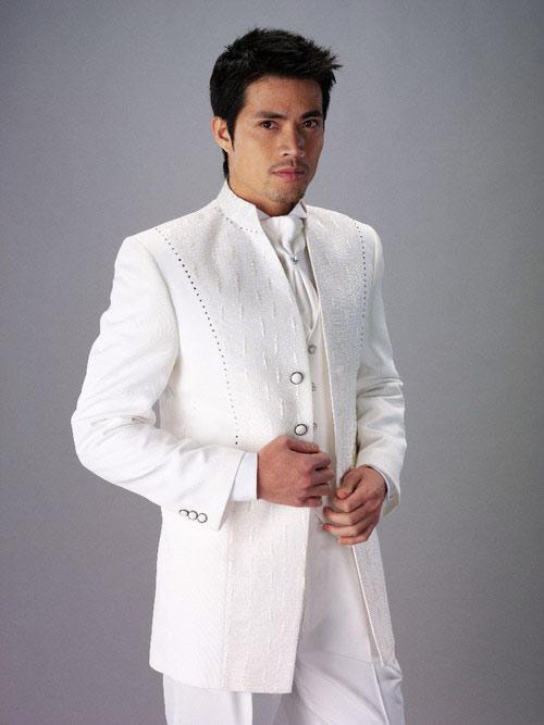 4b95bf18b36f1b8 Модные свадебные костюмы · Свадебный костюм черного цвета · Белый свадебный  мужской костюм.